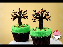 make thanksgiving fall autumn tree cupcakes a cupcake