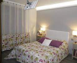eclairage de chambre idées d éclairage de chambre lit blanc vintage avec des colonnes