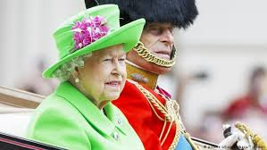 queen wears green 90th birthday parade dw 11 06 2016