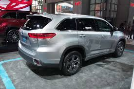toyota new 2017 2017 toyota highlander gets new v6 eight speed auto autoguide