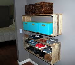 Free Floating Shelves by Inexpensive Storage And Decor 12 Pallet Floating Shelves