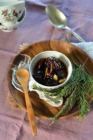 cuisiner les pruneaux pruneaux au vin blanc et épices recette tangerine zest