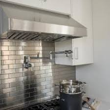 Photos HGTV - Stainless steel backsplash