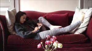 sur canapé femme sur canapé