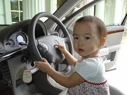quel age sans siege auto a partir de quel âge l enfant peut il s installer à l avant d une