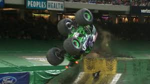 rc monster truck freestyle videos grave digger wins new orleans freestyle 2017 monster jam youtube