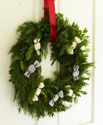 Decorating Christmas Wreaths by 44 Creative And Festive Christmas Wreaths For Holiday 2015