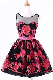 vestido negro con flores rosas hermoso moda con estilo y