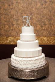 letter wedding cake toppers the top 11 types of wedding cake toppers weddingwire