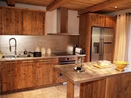 cuisine au bois design cuisine chalet vieux bois deco montagne vieux