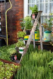Creative Decorations With Recycled Items To Turn Your Backyard Diy Garden Design