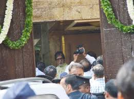 in pictures amitabh bachchan meets his fans on his birthday