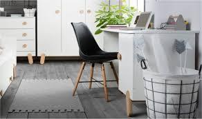 bureau dans une chambre bureau chambre enfant design cosy mobilier chambre bébés