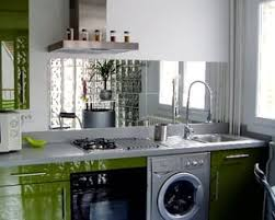 miroir cuisine un miroir qui agrandit les petites cuisines