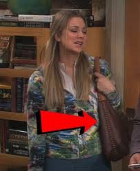 pennys hair on big bang theory penny from the big bang theory has a favorite accessory that s