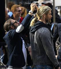 does mj from shas wear a wig chris hemsworth s hair stylist struggles to brush thor wig hair on