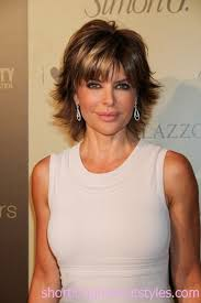 does lisa rinna have fine hair hairstyles to look younger lisa rinna short shaggy hair for