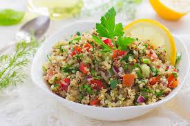 comment cuisiner le quinoa recettes recette taboulé de quinoa cru cuisine madame figaro