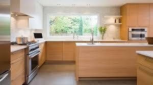cuisine en couleur cuisine en bois quelle couleur pour les murs de la pièce