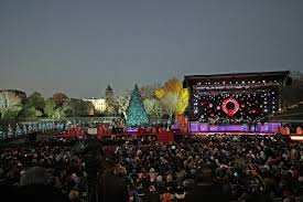 national tree lighting ceremony cny vision the obamas last christmas in the white house in photos