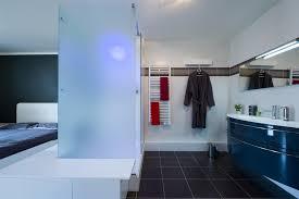 ouverte sur chambre chambre parentale avec salle de bain ouverte sk concept
