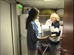 hotel recrute femme de chambre nabila femme de chambre une vidéo métier pôle emploi