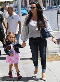 kyle richards hair extensions kyle richards shows off her curves in a pair of skin tight jeans