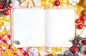 livre de cuisine vierge vieux livre de recette vierge avec des ingrédients de cuisine