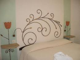 la testata la testata la testata del letto foto di resort cala di falco cannigione