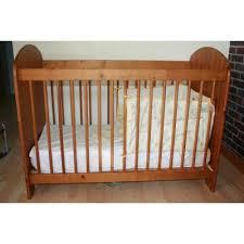 marque chambre bébé lit bébé couleur miel 120 60 marque fly avec matel fly occasion