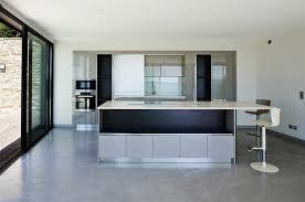 sol cuisine design cuisine contemporaine épurée béton ciré au sol frédérique legon pyra