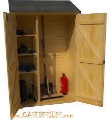 petit chalet de jardin pas cher de jardin bois 0 7mc plancher portes ed1206 pas cher