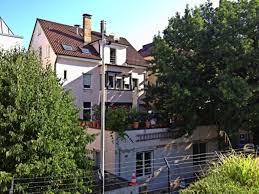 Bad Cannstadt Polizei In Bad Cannstatt Stacheldraht Und Kameras Vorm Fenster