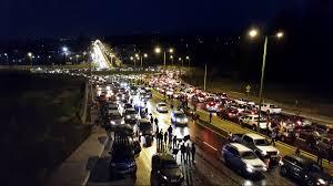 restringen paso a caravana de manifestantes hacia aeropuerto de
