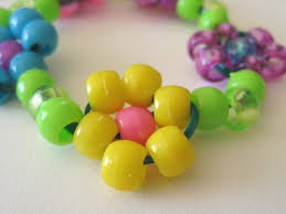 bead flower bracelet images The paper pony how to bead a daisy chain JPG
