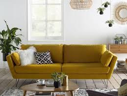 canapé jaune moutarde 20 fauteuils et canapés jaunes pour le salon joli place