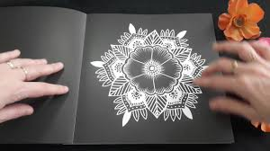 Fleurs Exotiques des éditions Marabout collection Black Premium