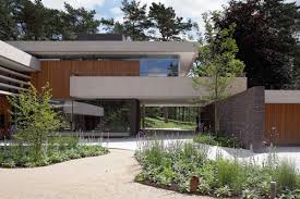 modern exterior complements its gorgeous natural surroundings