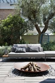 mobilier de jardin italien chaises design et revêtements en bois et pierre d u0027une maison d