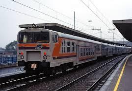 carrozze treni file staz lambrate treno carrozze pr jpg wikimedia commons