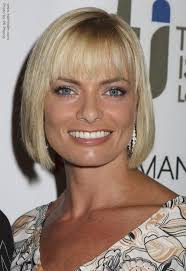 just below the chin length bob haircut jamie pressly s under the chin line bob with bangs that tip the brows