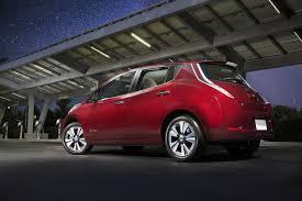 red nissan car nissan leaf 2017 vs 2016 100 procentų elektrinis