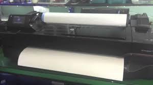 como encaixar instalar o rolo de papel na plotter hp t120 e t520