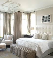 dans une chambre linge de lit taupe rideaux couleur dans une chambre a coucher gris