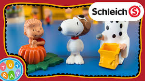 peanuts charlie brown halloween playset by schleich toyrap toy