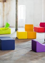 canapé original coloré des fauteuils et canapés qui se transforment à volonté