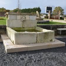 fontaine en pierre naturelle salvoweb fouloir fontaine ancien en pierre naturelle antique