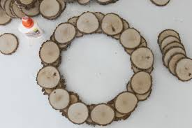 how to make a wood slice wreath in 30 minutes