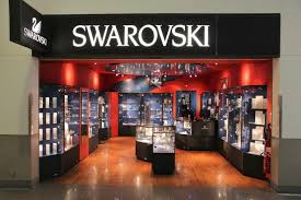 shoppers can now buy swarovski home decor in virtual reality