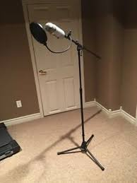 used blue yeti with boom stick stand in cm20 harlow for 90 00